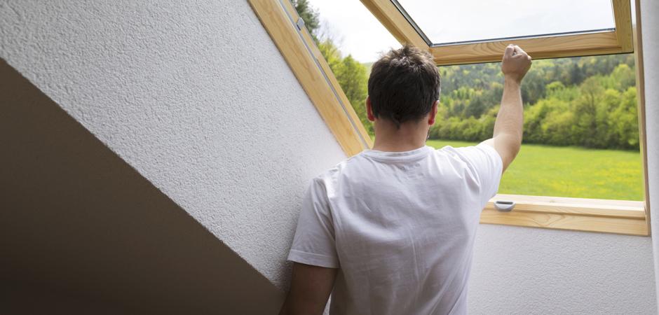 s curiser sa maison prot ger ses fen tres de toit contre les effractions. Black Bedroom Furniture Sets. Home Design Ideas